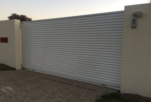 Louvered Blockout Style Aluminium Automatic Sliding Gate