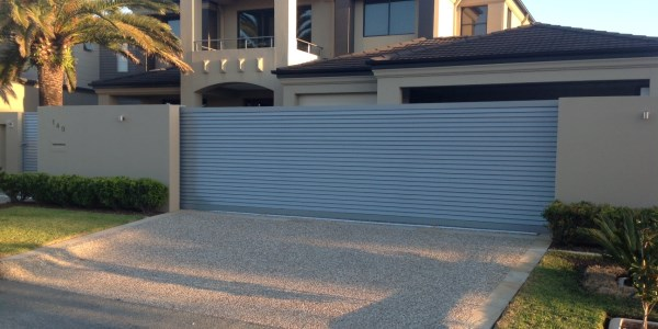 Sliding Gate, horizontal louvres powder-coated precious-silver-pear